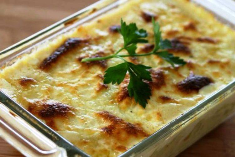 Солени потпечени макарони – рецепт со бешамел сос