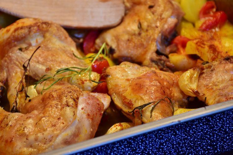 Вкусна идеја за ручек овој петок: Пилешко во тава со сенф и јогурт