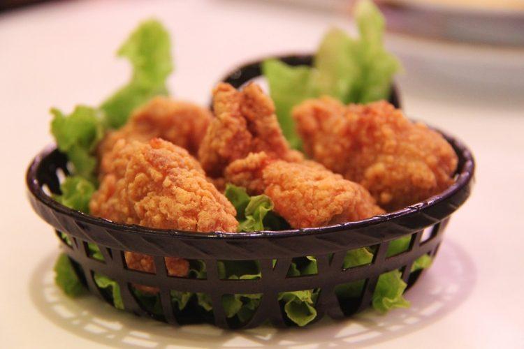 Викенд ручек: Уживајте во поховано пилешко со компири