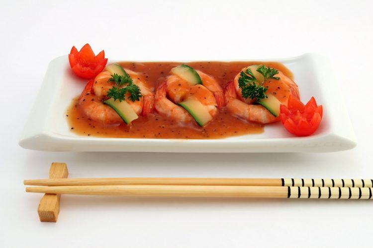 За сите љубители на кинеската кујна: Дали знаете зошто стапчињата се споени?