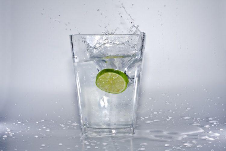 Саси вода – пијалок за детоксикација на организмот на горештините