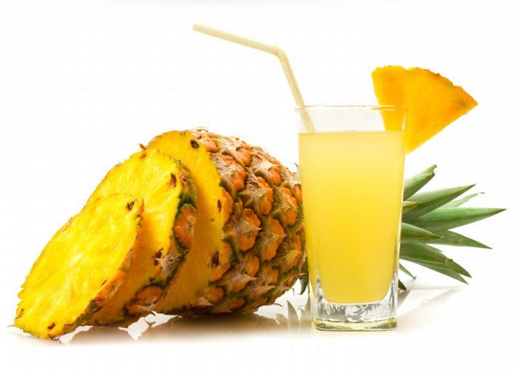 Летен освежителен коктел: Свеж ананас во чаша