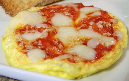 За сите гурмани: Подгответе пица-кајгана