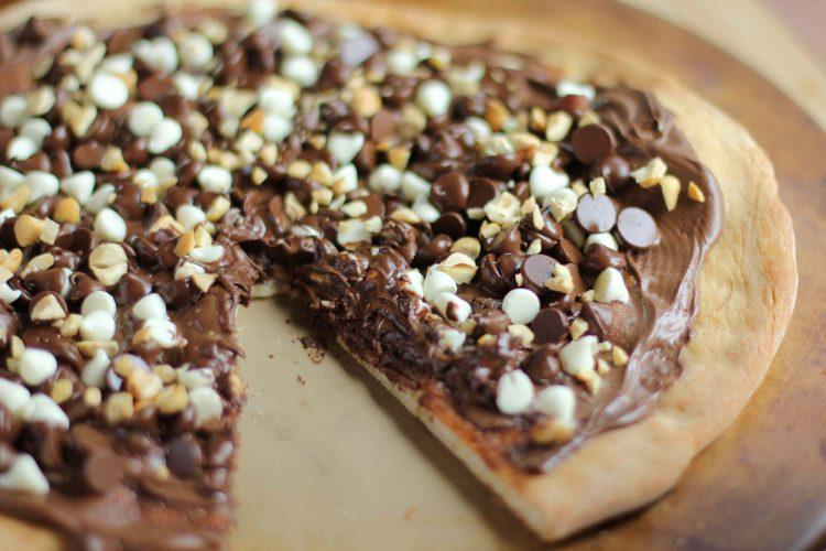 Кремот се топи на врелото тесто: Направете блага пица