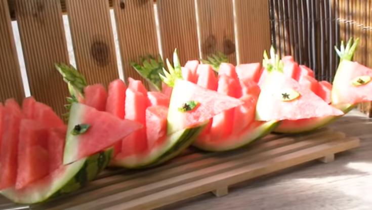 Сите пријателки ќе ви завидуваат: Најуникатен начин за сервирање лубеница