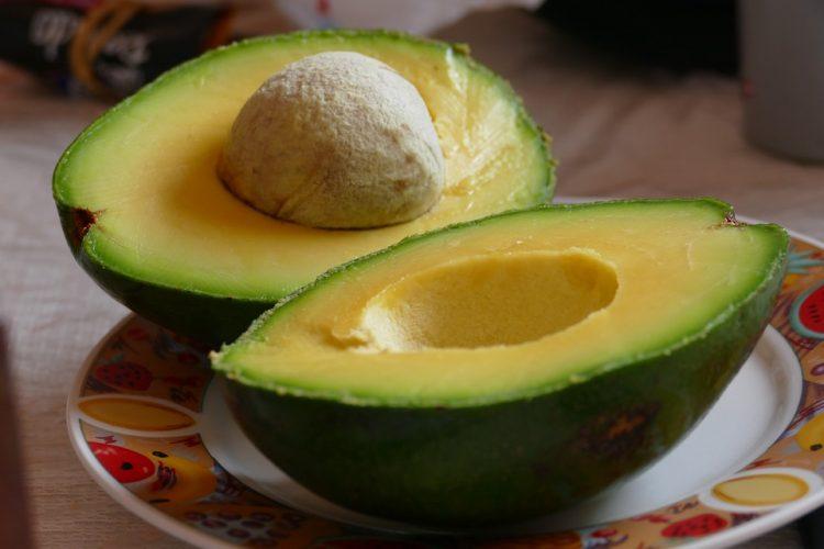 Среќа и убавина: Ова овошје е идеално за жените
