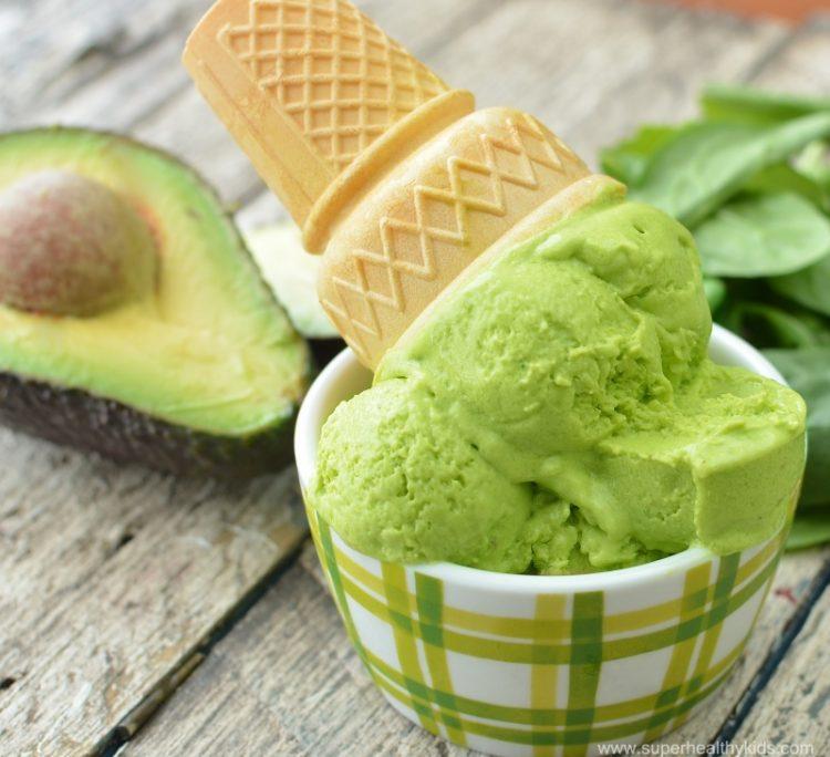 Сладолед полн здравје: Ледено авокадо во тропските денови