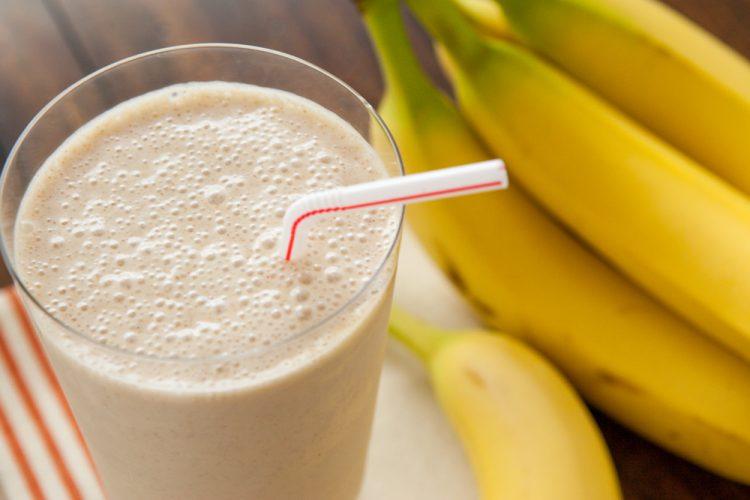 Свеж старт на работната недела: Смути со банана и путер од кикирики