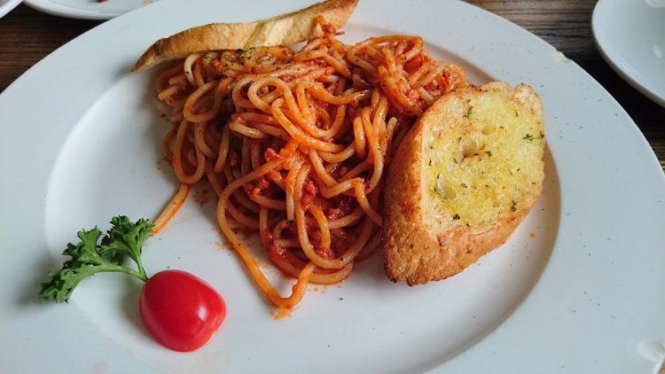 Рецепт за тестенини со сос од сланина – Одлично оди со чаша црвено вино