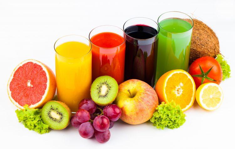Летото е време за коктели: Овошје во чаша за здрав ден