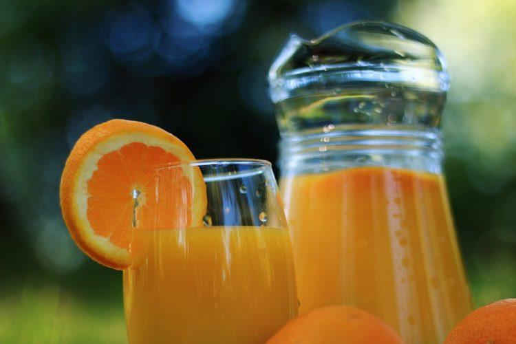 Со 4 портокали направете девет литри свеж сок