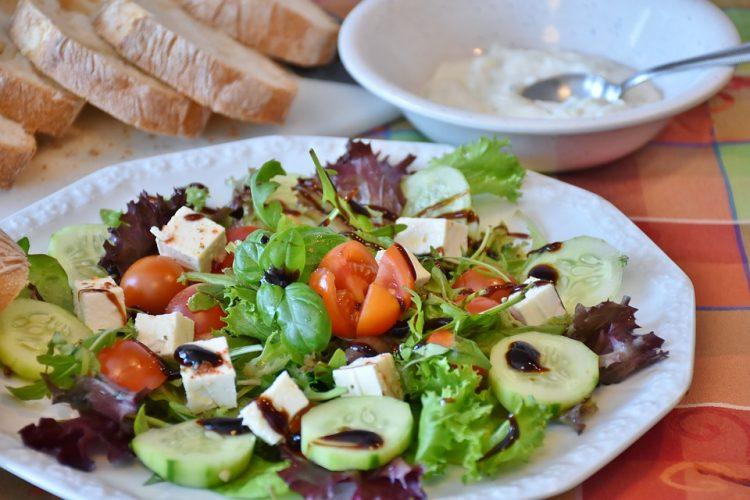 Зелено бела салата полна витамини