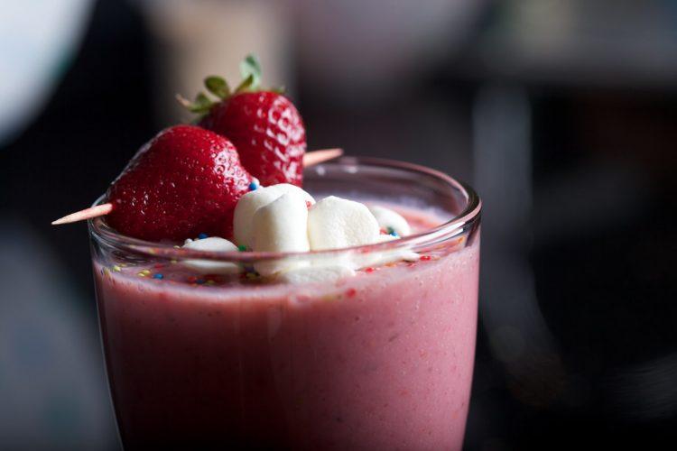 Розово задоволство – направете милк шејк