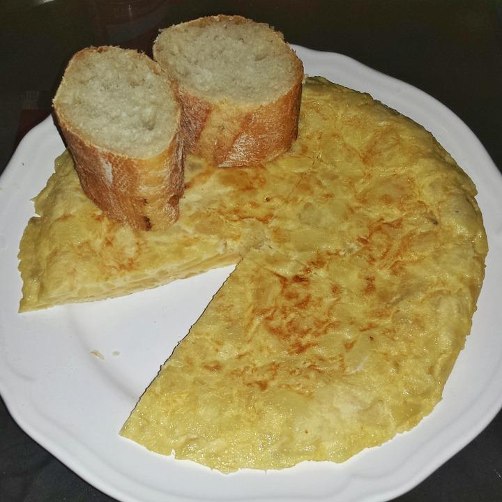 Појадок за целото семејство: Омлет кој ќе ве држи сити