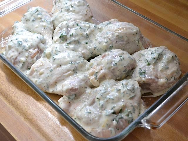 Вкусно месо во сос: Пилешко со павлака и индиски ореви