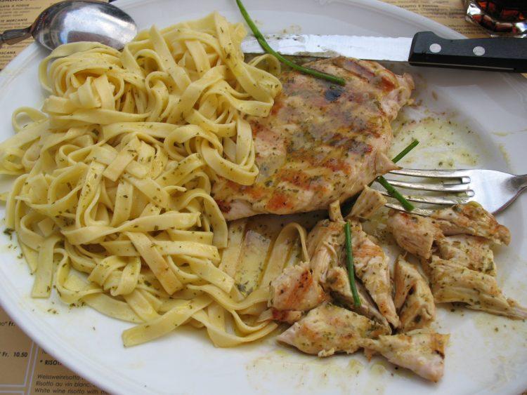 Спој на два прекрасни вкуса: Пилешко со јуфки