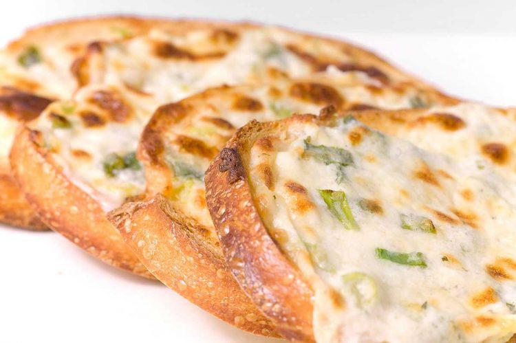 Меки лепчиња со сирење – цело семејство ќе биде на трпеза