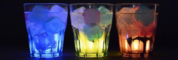 Брзи декоративни коцки мраз во бои, дезени и вкусови