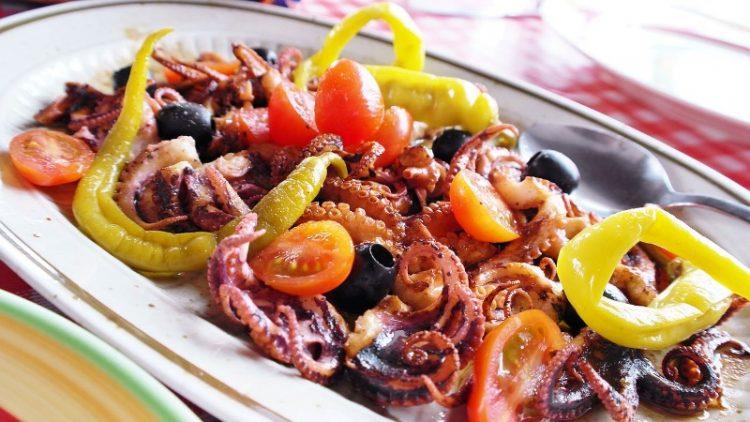 Октопод салата – рецепт со кој морското добива нова вкусна димензија
