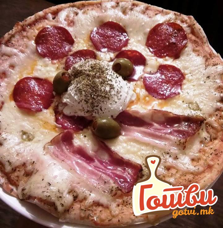 Пица со кулен, сланина и феферонки – Новиот омилен пикантен деликатес