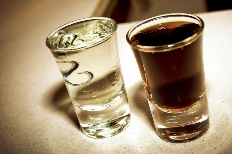 Македонците ја обожаваат: Зошто е добро да се пие ракија?