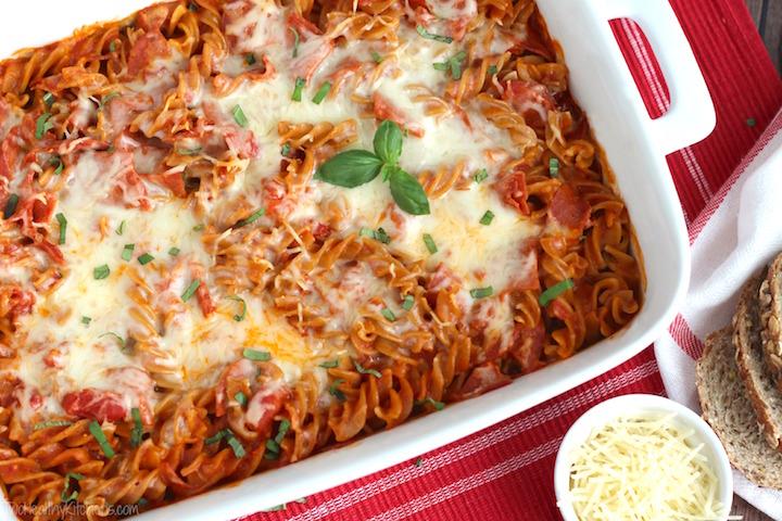 Двете омилени јадења на сите генерации соединети во едно: Пица макарони