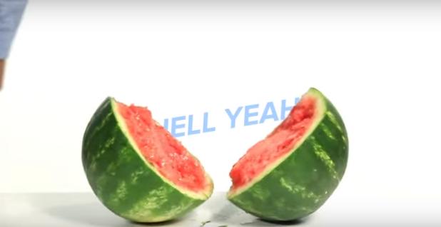 ВИДЕО: Неверојатни трикови со овошје – лето полно здравје и забава