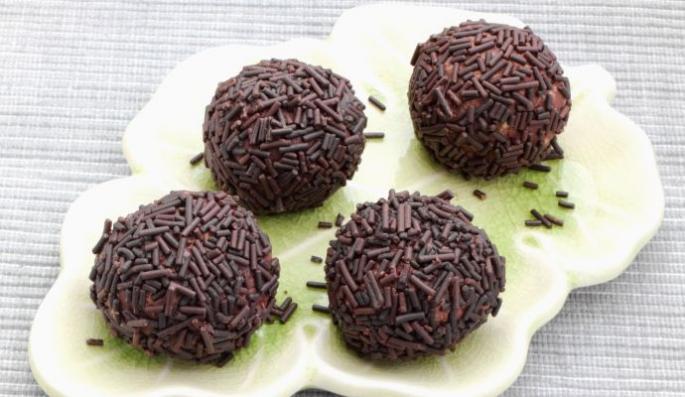 Совршено декориран десерт: Направете чоколадни пралини