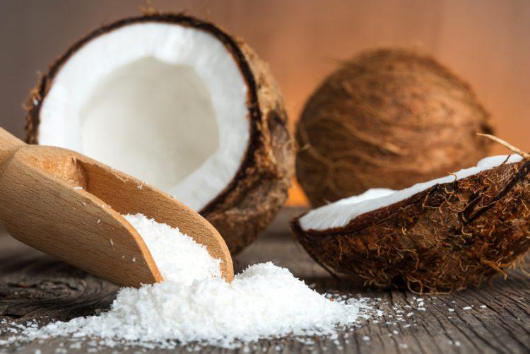 """Го нарекуваат и """"Дрво на животот"""" – Еве зошто треба да јадете кокос"""