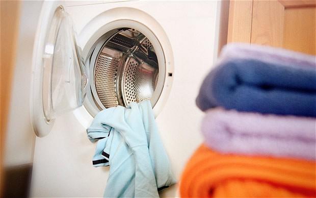 Додадете го овој зачин во машината за перење и алиштата ќе сјаат
