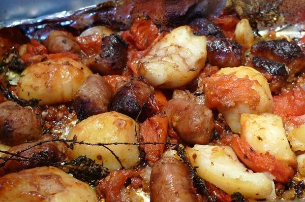 Потпечен француски компир – тава со преубав вкус