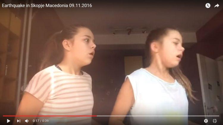 ВИДЕО: Близначки снимаа видео за YouTube кога ги зафати земјотресот – Погледнете ја нивната реакција