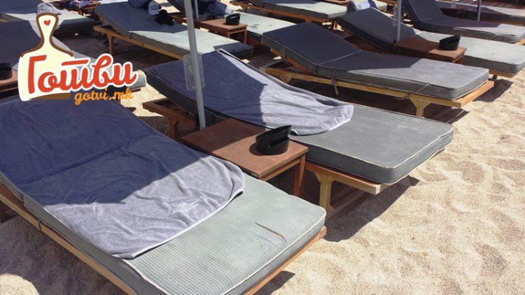 ФОТО: 30 и 50 Евра за лежалки на ден е евтино – Погледнете ги овие цени во Црна Гора