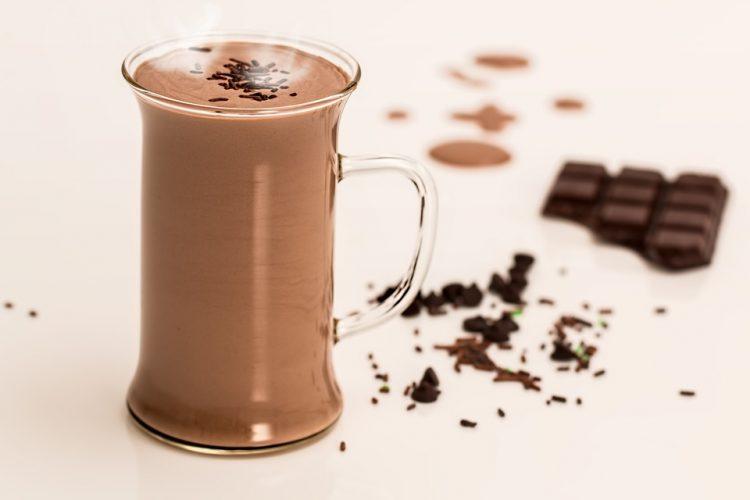 Додека гледате како лисјата паѓаат: Совршено топло чоколадо за есенските денови