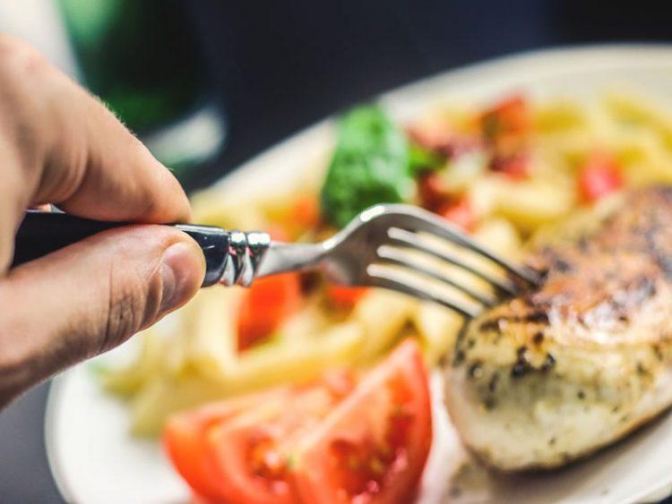 Поховани јунешки шницли и спанаќ – одлична комбинација за совршен ручек