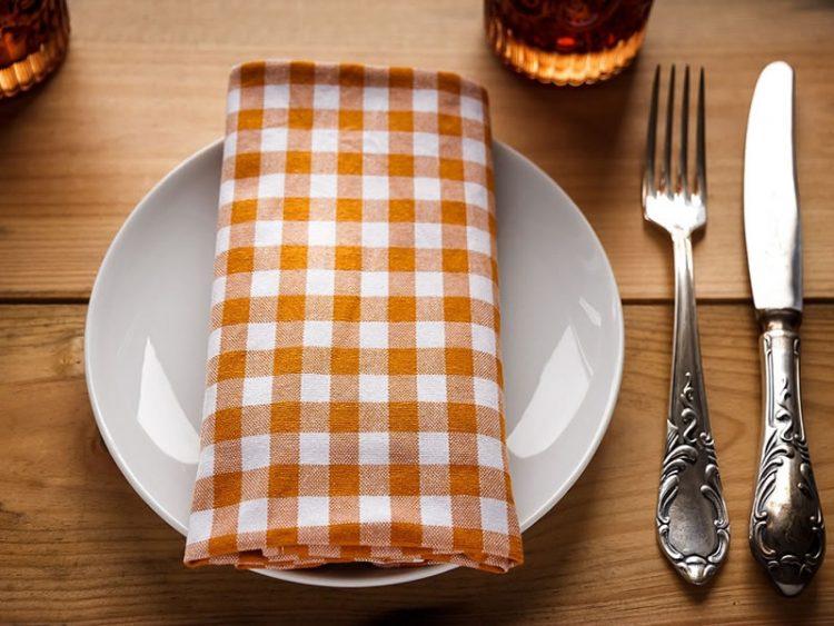 Келнери и готвачи во ресторани откриваат што никогаш не би нарачале!