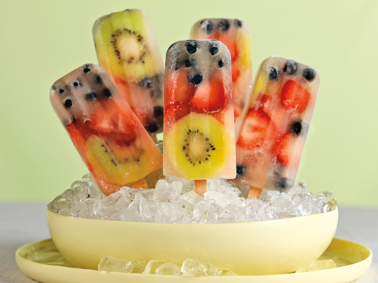 Заокружете го летото со ледени стапчиња од шумско овошје