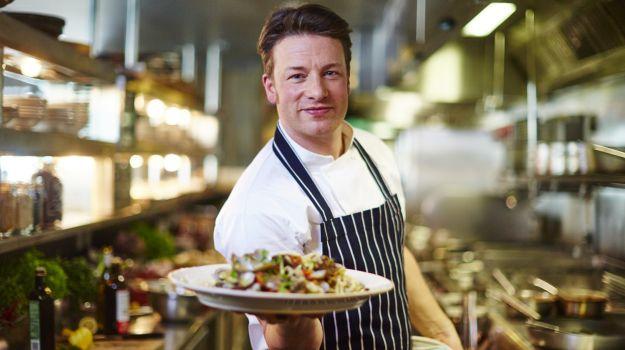 Џејми Оливер не учи: Вака се употребува нож во кујната (ВИДЕО)