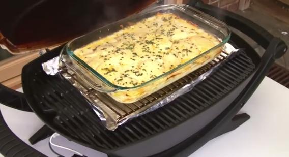 ВИДЕО ИДЕЈА: Нареди компири во тава – резултатот совршенство!