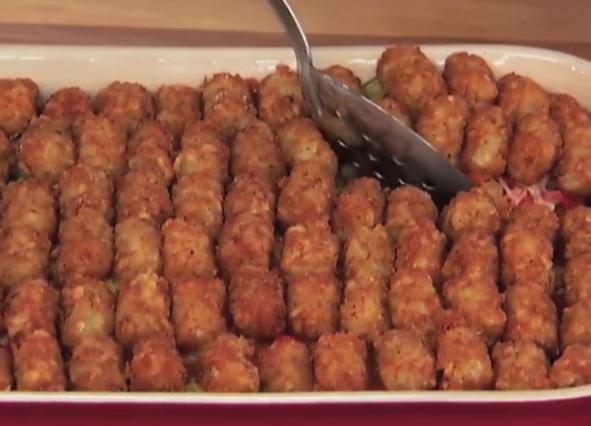 ВИДЕО: Нареди месо и зеленчук во тава – резултатот совршенство!