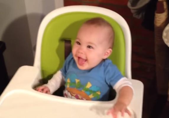 ВИДЕО: Бебиња прв пат пробуваат чоколадо – реакциите бесценети