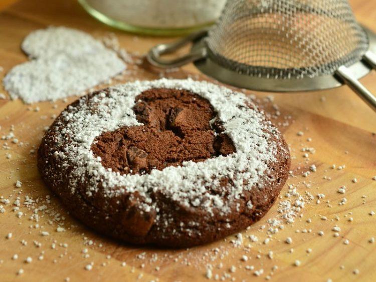 ДЕСЕРТ ГОТОВ ЗА 10 МИНУТИ: Вкусни чоко бисквити