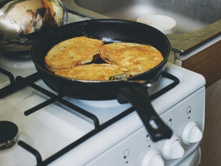 Прженици од рерна: Од бајат леб направете вкусен доручек или вечера