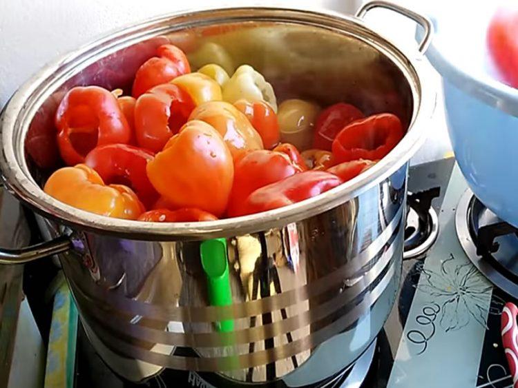 Зимница во тегла: Варени пиперки (ВИДЕО)