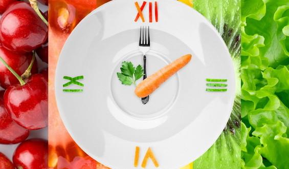 ДИЕТАТА ПО КОЈА ЗБУДАЛЕ СВЕТОТ: Се почнува со вода, јадете што сакате а слабеете