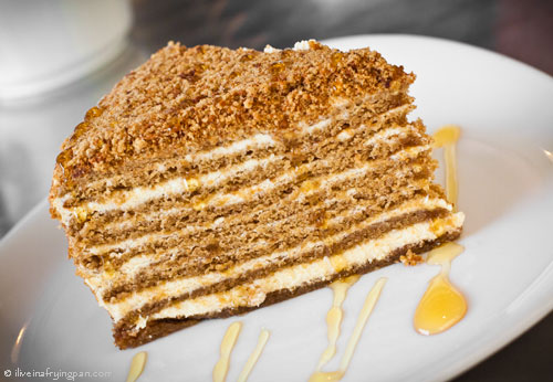 Домаќински десерт: Посна торта со мед