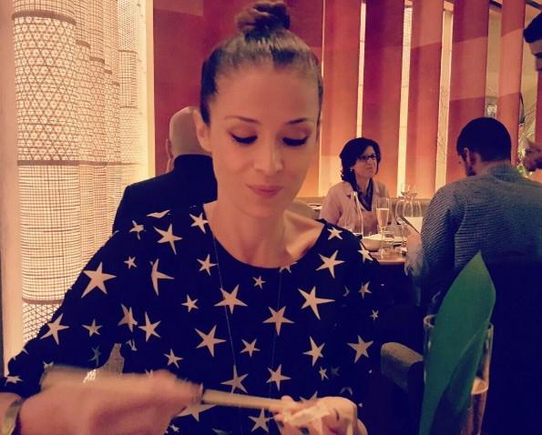 ФОТО Каролина Гочева ужива во добра храна со саканиот – љубовта цвета