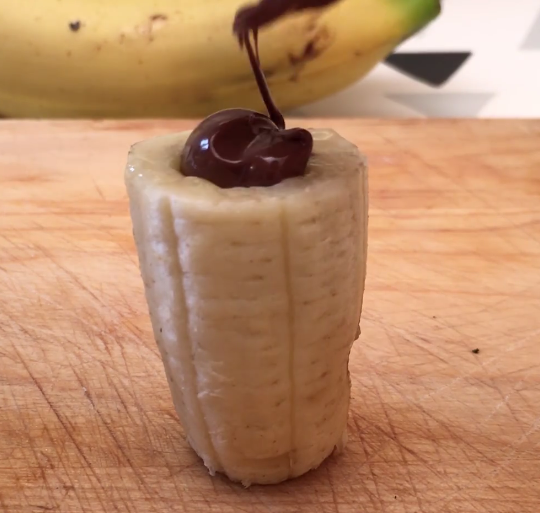 ВИДЕО: Бананите ги наполни со чоколада – домаќинките полудеа по ова