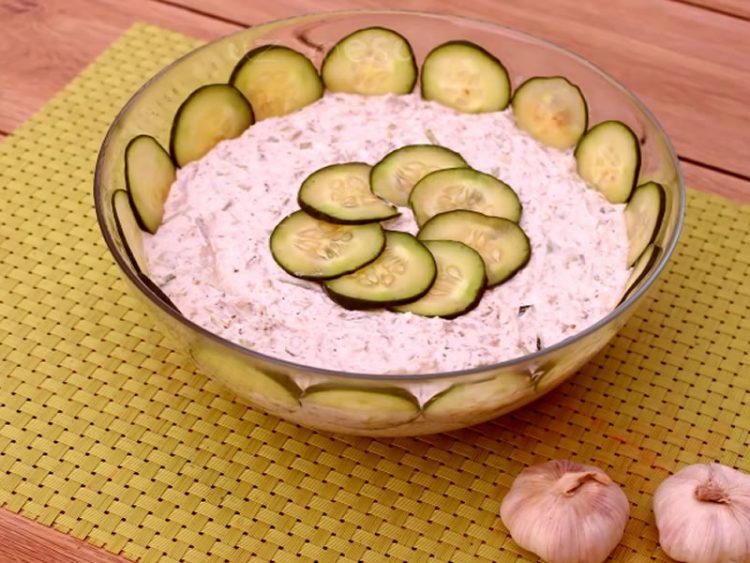 Брза крем салата со јогурт и мајонез – За ручек, мезе или свеченост