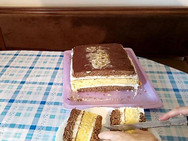 Највкусниот меден колач по рецепт на нашите баби! (ВИДЕО)